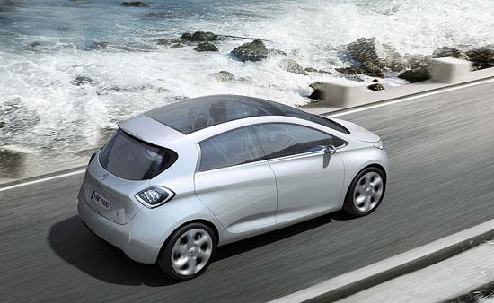 imagen del Renault Zoe circulando por la costa