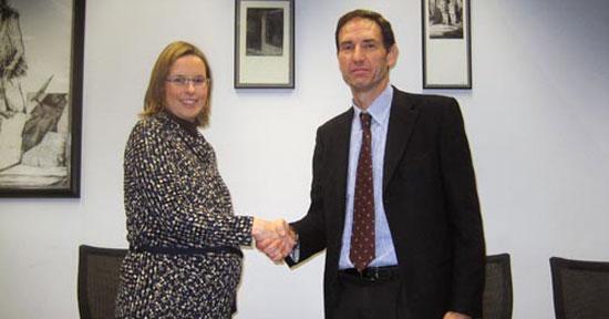 EVE y Eroski firman un convenio para fomentar el coche eléctrico