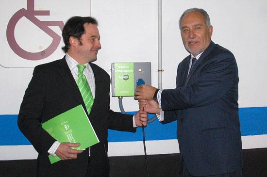 imagen del director de N2S y el Alcalde de Móstoles