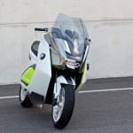 imagen frontal de la BMW E Scooter, en versin prototipo.