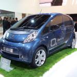 Imagen frontal del Peugeot iOn, expuesto en el salón de Frankfurt