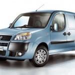 Imagen frontal del Fiat Doblo eléctrico, de color azul