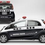 Imagen del i-Miev convertido en el coche de la policía japonesa.