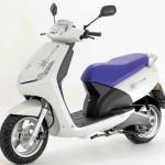 Imagen lateral del scooter Peugeot VIVACITY de color blanco.