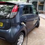 El Peugeot iOn cargando las baterías