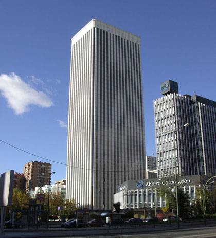la torre picasso de madrid tenfrá aparcamiento para recargar coches eléctricos