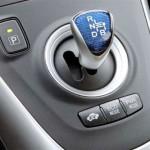 imagen del cambio y botones de modo de conducción del Toyota Auris Híbrido