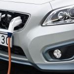 imagen de la toma para recargar las baterias del Volvo C30 BEV electrico