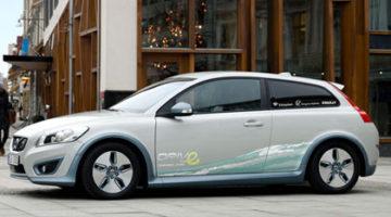 imagen de una reconstrucción del Volvo C30 eléctrico en una calle