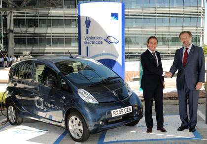 imagen del acuerdo entre Peugeot y Endesa por la movilidad eléctrica