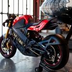 la moto eléctrica Brammo Empulse, vista desde detrás