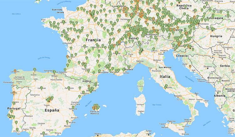 Imagen donde podemos ver un mapa parcial de Europa, donde se muestran algunos de los más de 2.500 puntos de carga rápida instalados.
