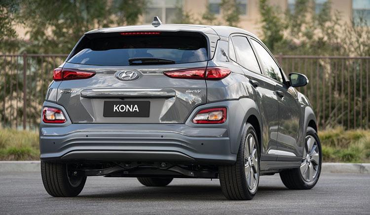 Imagen donde podemos apreciar el diseño de la zona trasera del coche eléctrico Hyundai Kona EV.