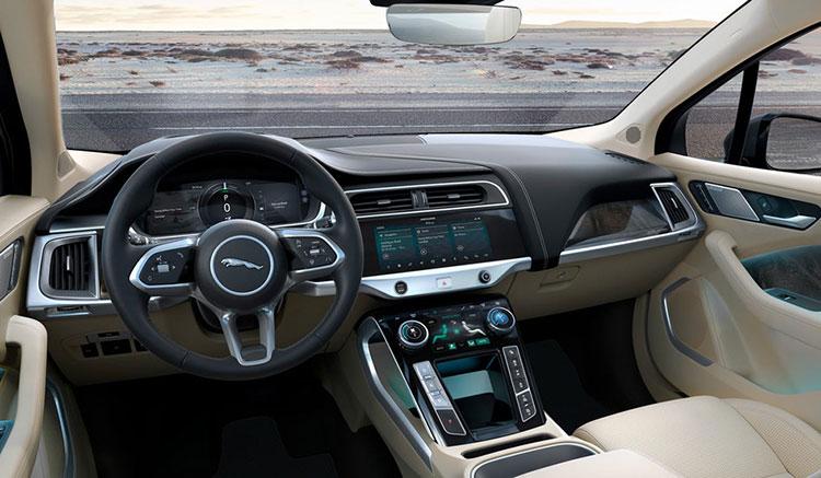 Imagen donde podemos apreciar el diseño del interior del habitáculo del SUV eléctrico de Jaguar, el i-Pace.
