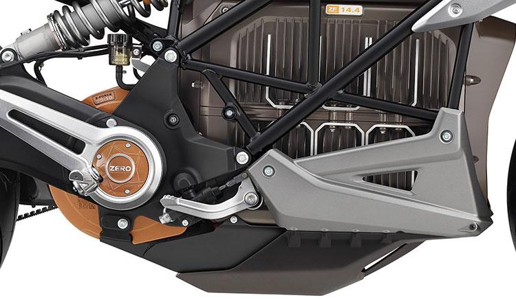 Imagen donde podemos ver los detalles del chasis de la Zero SR/F, así como el motor y la batería.