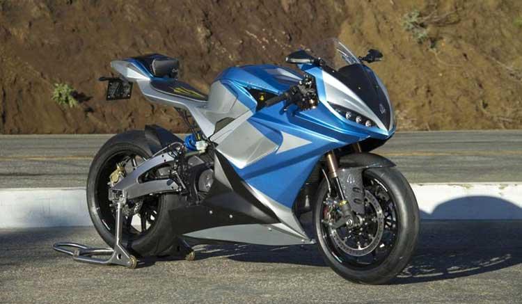 Imagen donde podemos ver la LS-218 de Lightning Motorcycles estacionada.